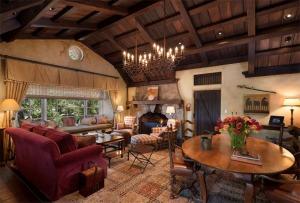 Deer Lodge Living room