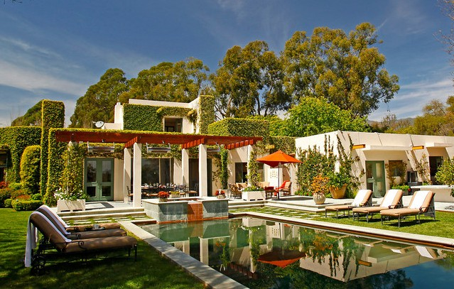 A chic Montecito estate near shops and restaurants